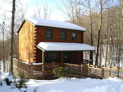 The cardinal, a secluded cabin in woodland setting
