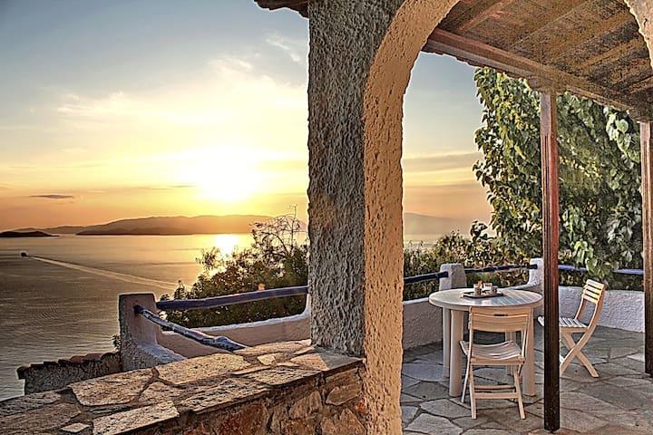 Villa CAMELIA. Private direct  access to the sea! - Klima - Villa