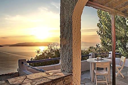 Villa CAMELIA. Private direct  access to the sea! - Klima
