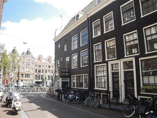 Un appartement authentique à Amsterdam !