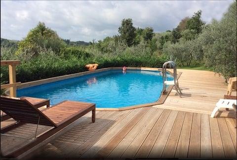 Gammel bondegård med basseng i Chianti