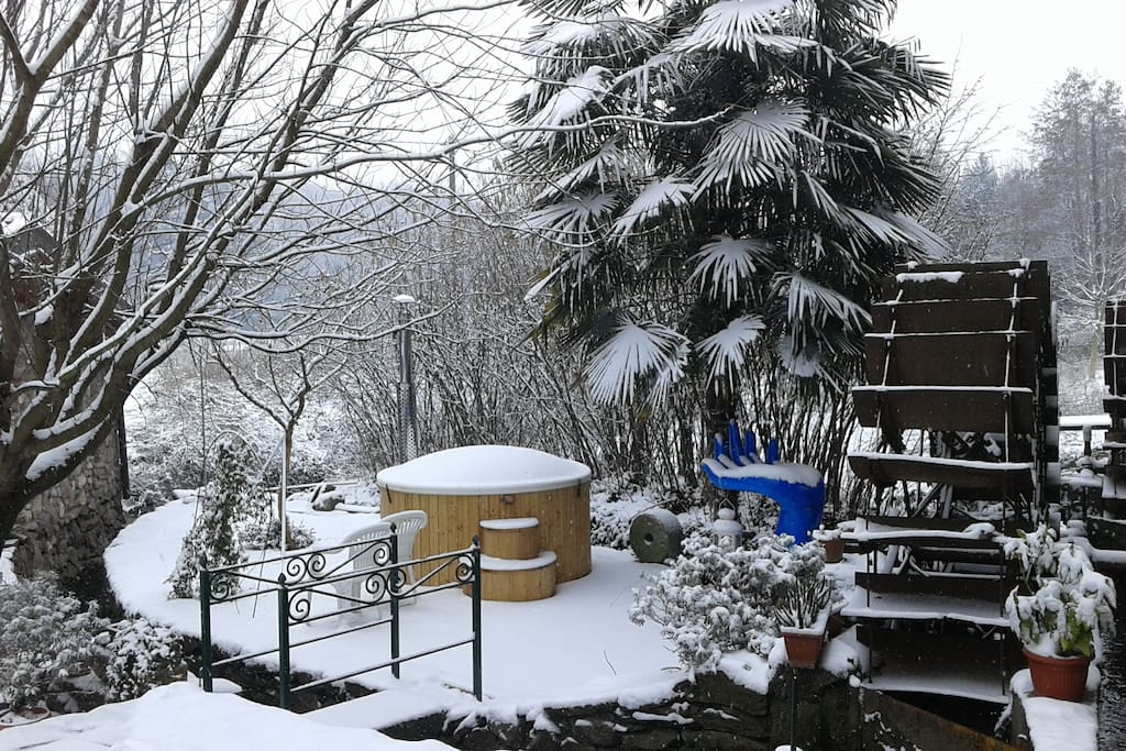 Hot tube sotto la neve