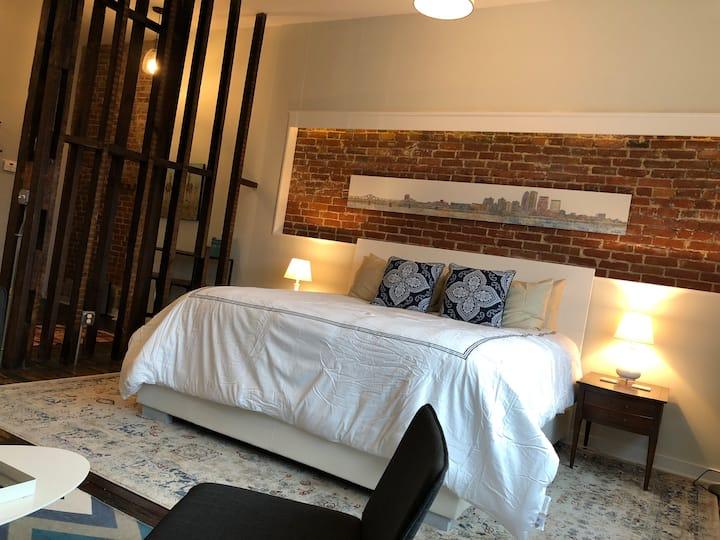 1604 Penthouse Suite - KING w/PARKING