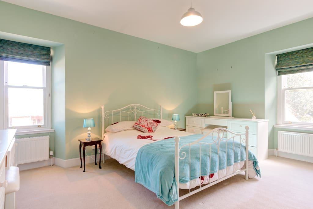 Double bedroom with views of the garden