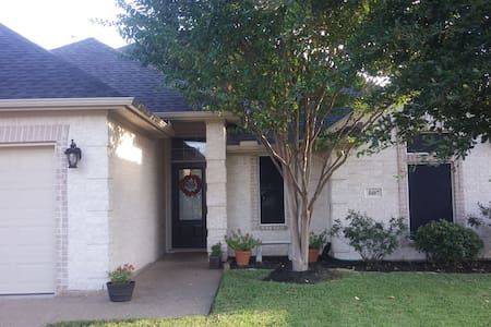 A Friendly Home for the Whole Family - College Station
