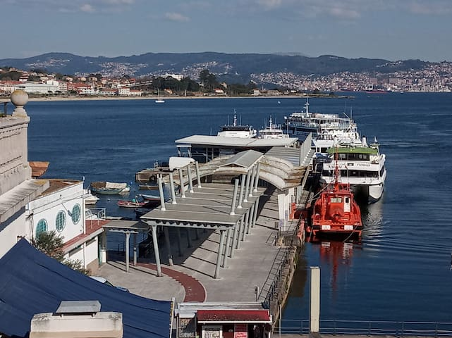 El puerto y la playa de Rodeira // The port and the beach of Rodeira