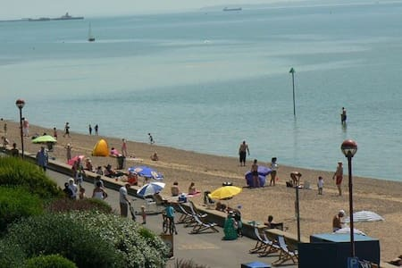 7 bedroom beach front house - Southend-on-Sea - Haus