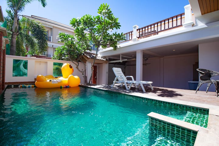 3 Bedroom Pool Villa 2  km from Walking street
