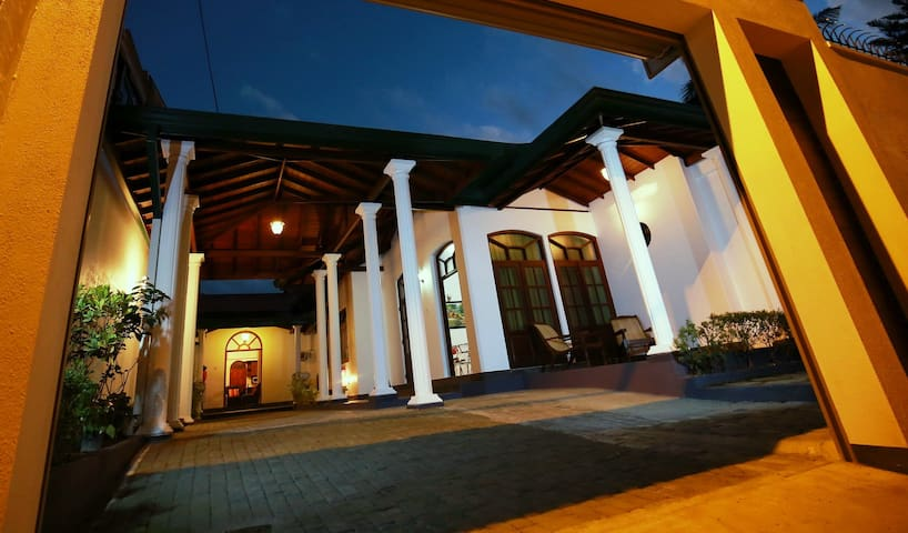 Maharagama-(Colombo) Luxury Rooms & Houses