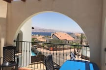 Vue de la terrasse côté Séjour au Sud avec une vue magnifique et splendide  sur mer