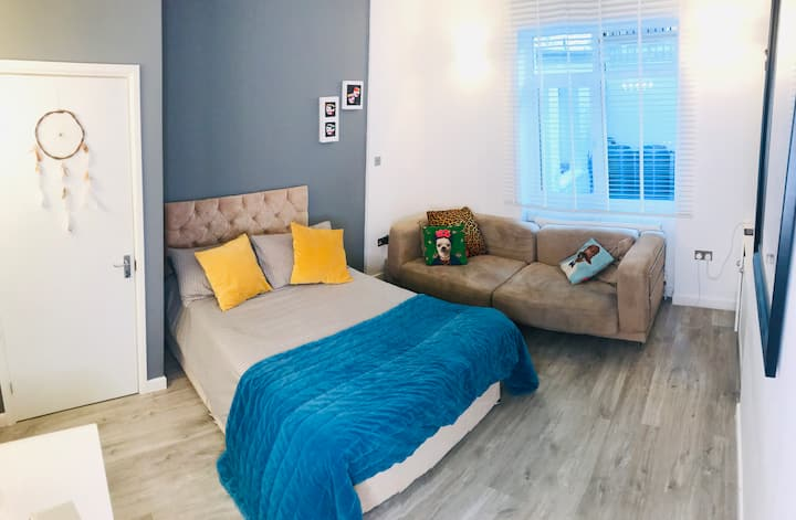 AMAZING LOCATION Double Room in HAMMERSMITH!