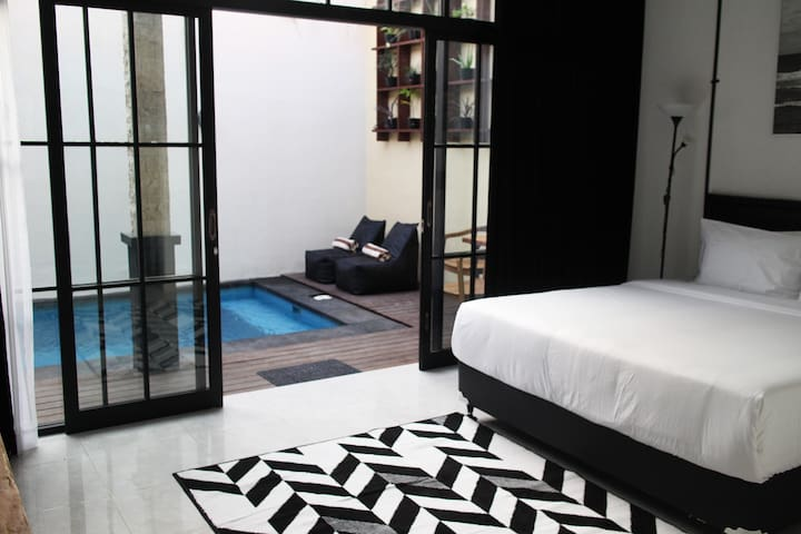 NEW PRIVATE POOL VILLA IN THE CENTER OF SEMINYAK