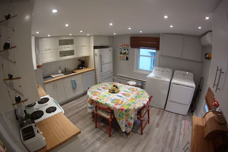 Sunny, beautiful appartment- just 1 mn from Metro! - Montréal