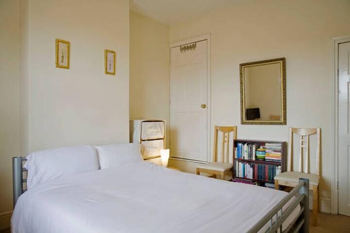 Double room (2) quiet area, cosy and convenient - Sutton Coldfield - Casa
