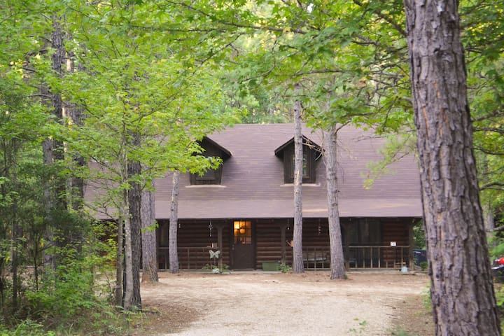 Retreat in the Pines - Mineola