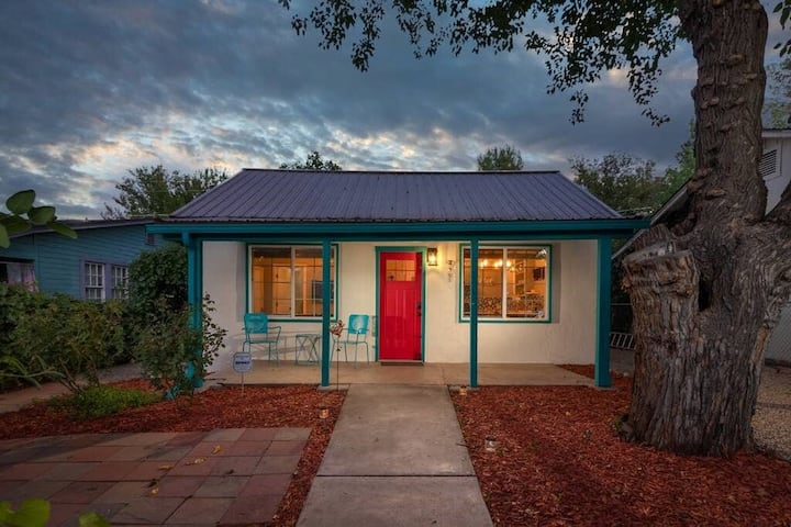 D'Vine Cottage in the heart of Old Town Cottonwood