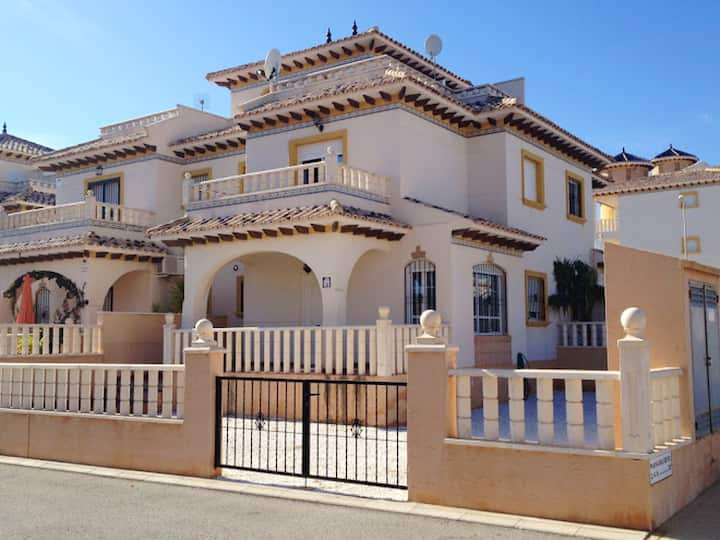 House with 2 bedrooms in Orihuela, with shared pool and terrace