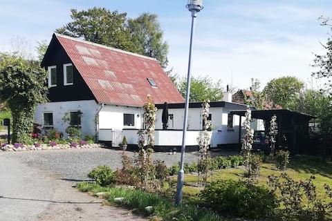 Idyllisches dänisches Haus aus dem Jahr 1875. Kein CO2