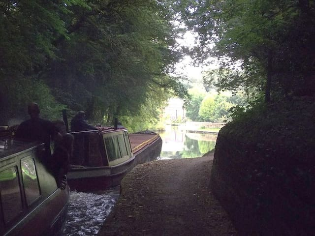Travelling the Peak Forest Canal, economy version - Ashton-under-Lyne