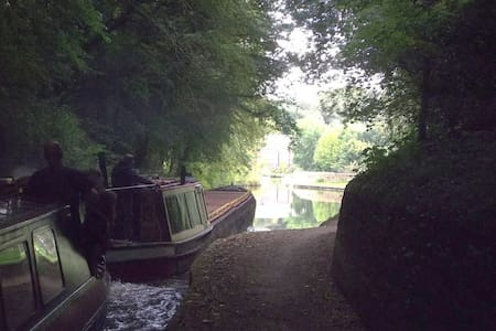Travelling the Peak Forest Canal, economy version - Ashton-under-Lyne - Boot