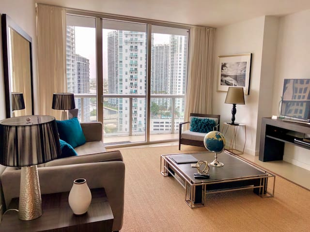 LUXURY 1 Bedroom w/GREAT VIEWS @ ICON Brickell