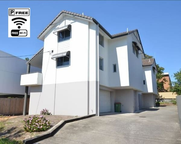 Entire Home in Southport CBD *start from 16 Dec 19