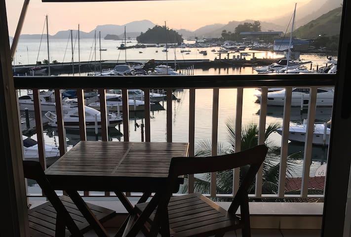 Vista da baía, estacionamento e ótima localização