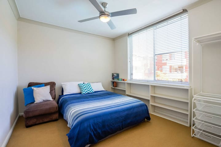 Large and cozy private double room in Sydney