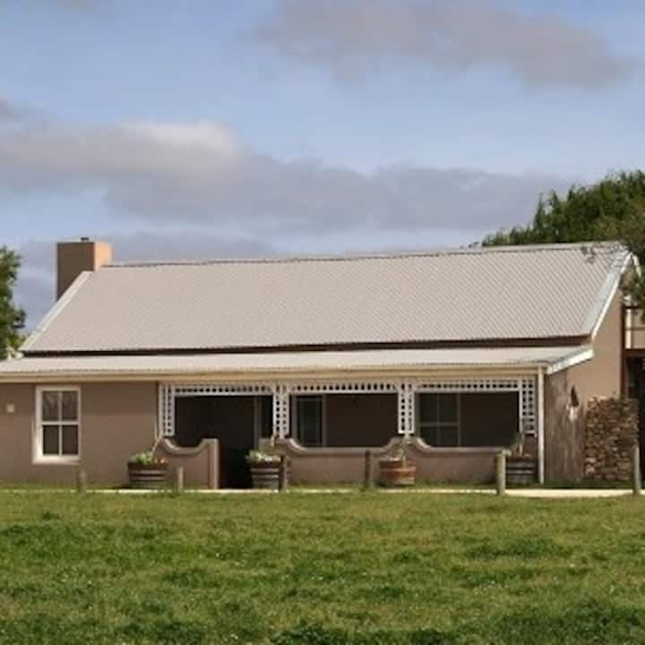 Stanford Country Cottages: Farrier House