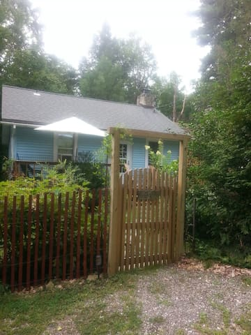 CHARMING ROOM Garden Cottage 5 min to Bethel Woods - Smallwood - House