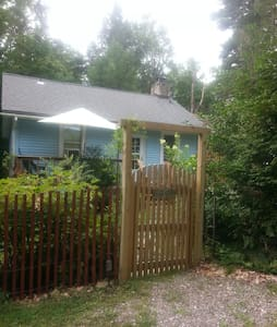 Adorable Private Room in Sweet Cozy Garden Cottage - Smallwood - Dom