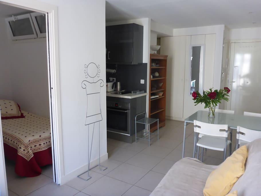 aperçu chambre, coin cuisine