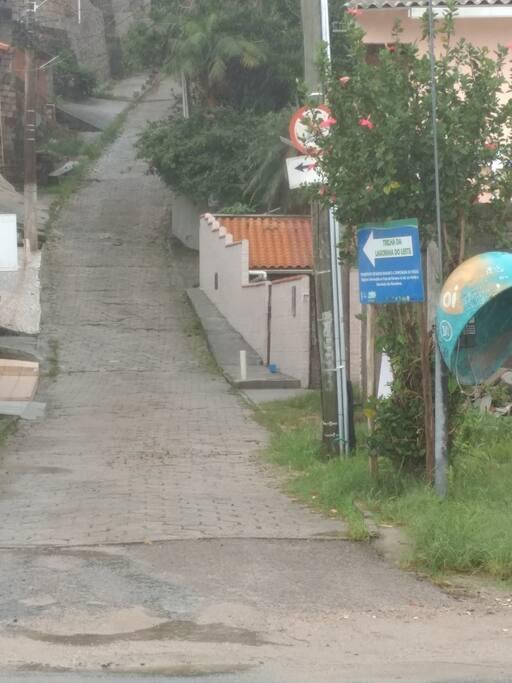 Rua de acesso ao Hostel e Trilha da Lagoinha do Leste