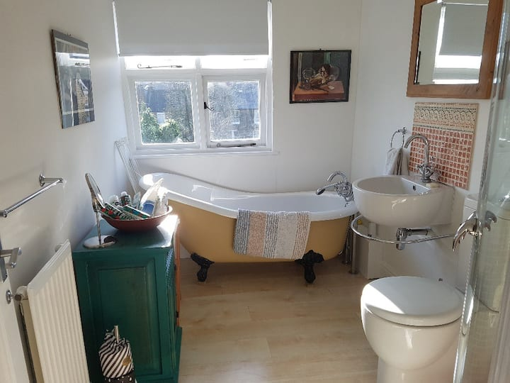Self-contained double room and private bathroom