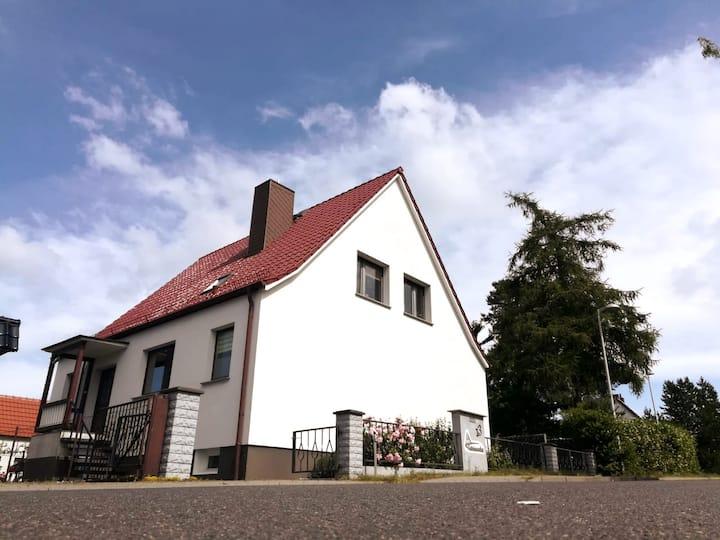 """Rustikale Ostsee-Ferienwohnung """"Zum grünen Kamin"""""""