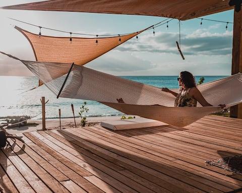 El Nido en Crash Boat. Solo frente al mar en la playa