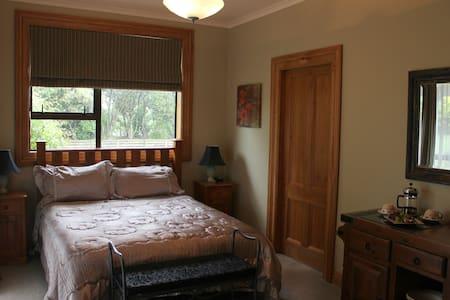 Terracotta Lodge Bed and Breakfast room 2 - Carterton
