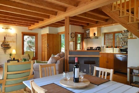 Cabin #1 - The Lily Pad - Sechelt - กระท่อม