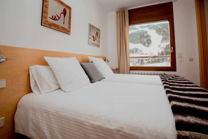Sol Tarter 5 with mountain views