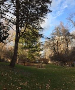 Enchanting Artist Retreat 8ac/gardens/pond/pool - Germantown - Hus