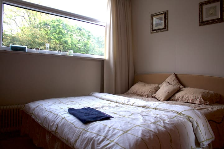 Private Room for 2 near Amsterdam/Schiphol