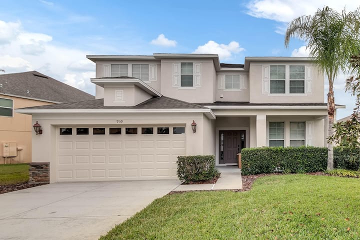 Sunset Villa,5 bd/4 bath, private pool,near Disney