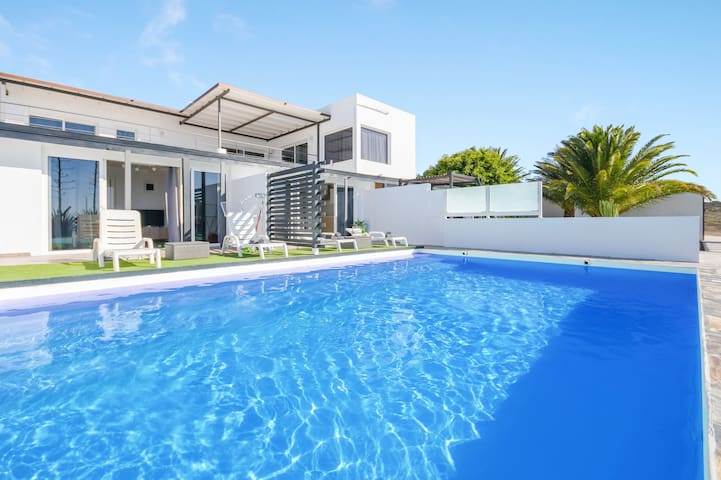 Beautiful Holiday Apartment Casa Amanecer 2 with Sea View, Mountain View, Courtyard, Garden & Pool; Parking Available