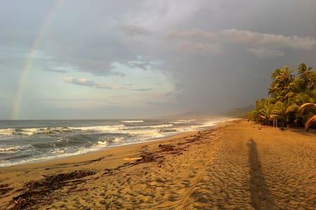 Playa Pikua Ecolodge - Kabin