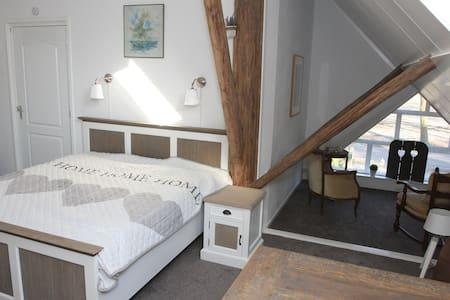 Prachtige 2 pers. kamer+badkamer in boerderij EEXT - Penzion (B&B)