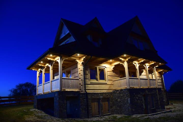 Dom z widokiem na Wierchy. Traditional folk house.