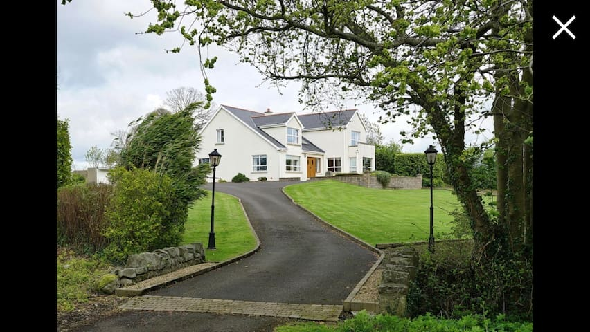 Scrabo view - King & twin, Private Bath, Tv/dining