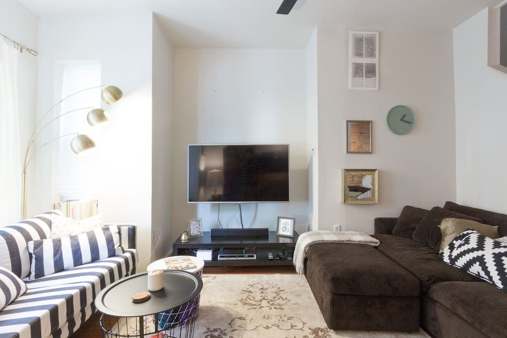 Beautiful DC Home, accommodates a family or group extraordinarily well. Has everything you need (wifi, cable, cooking tools, towels, bathing essentials, w/d, metro cards, and more). Come live, relax, and enjoy your trip.