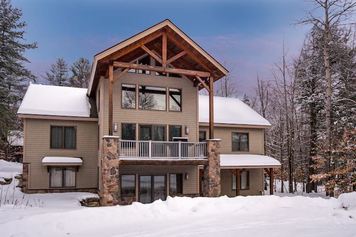 Walk to the Slopes, Attractive 2 Bedroom Apartment