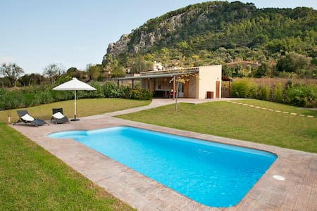 Villa with  pool walking distance to the the Town - Pollensa